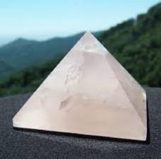 Pirámides de cristal Rituales Usos Propiedades Energía Piramidal Cuarzo Sodalita Obsidiana Orgonita Color Numerología