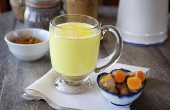 Agua de cúrcuma, beneficios Cambiando el desayuno podemos ayudar a nuestro cuerpo