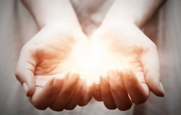 Imposición de manos Reiki Sanación por contacto terapéutico No importa el nombre sí el efecto