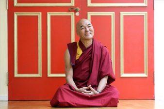 Cómo ser feliz según monje tibetano Aprender a ser feliz y sano en el día a día